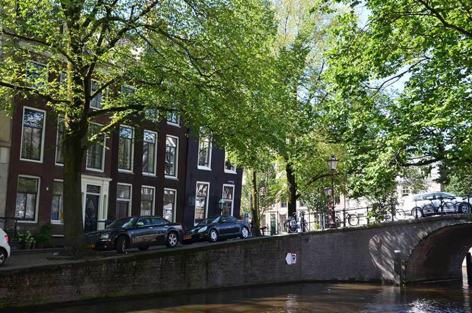 Rue d'Amsterdam depuis un pont