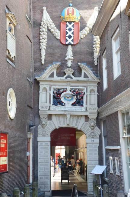 Une porte du quartier de Dam, Amsterdam