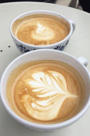 Deux cafés crèmes au Frogner Café Oslo