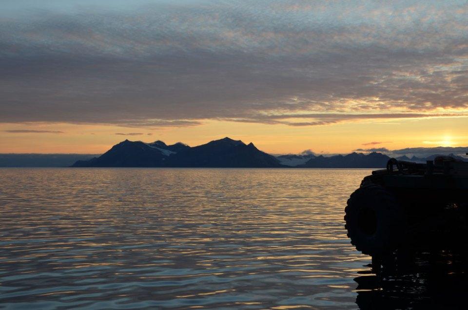 Paysage magique du soleil de minuit, Svalbard