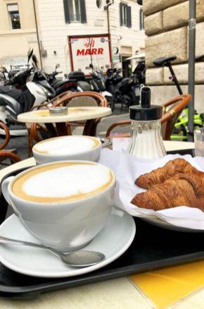Café sur la place San Eustachio, Rome, Italie