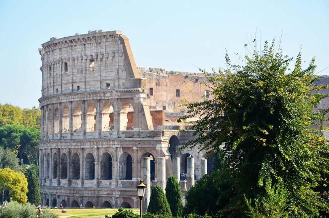 Vue extérieure de jour du Colisée de Rome, Italie
