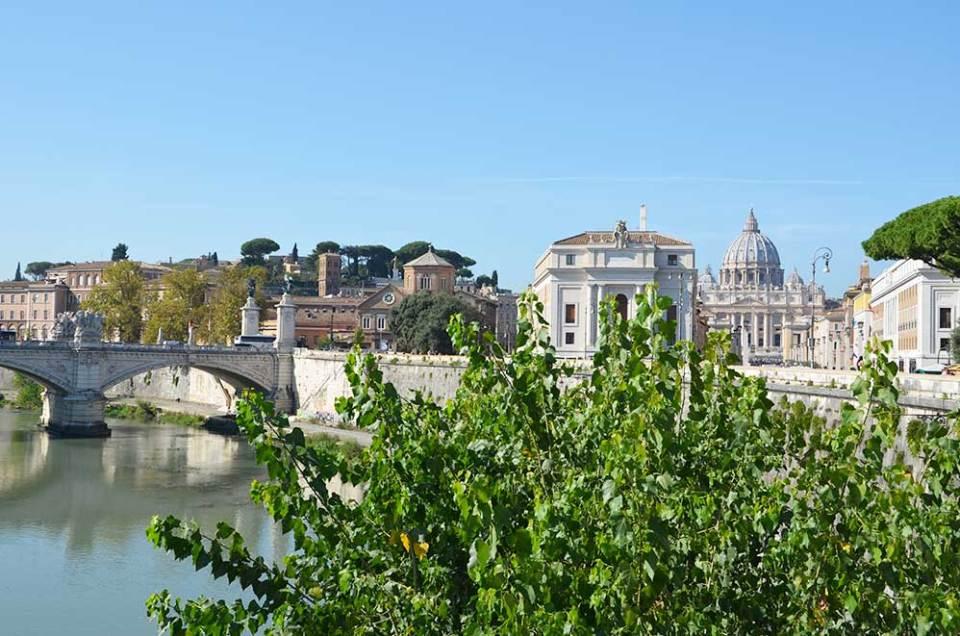 Vue sur le Vatican du pont du château, Rome, Italie