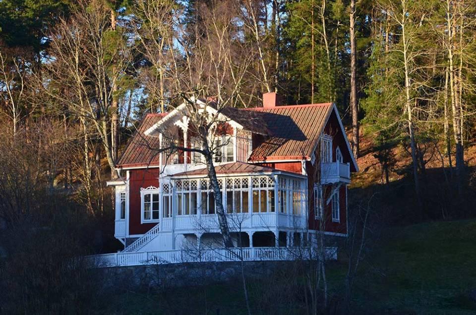 Une maison colorée dans l'archipel de Stockholm, Suède