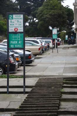 Panneaux expliquant le stationnement à San Francisco, USA