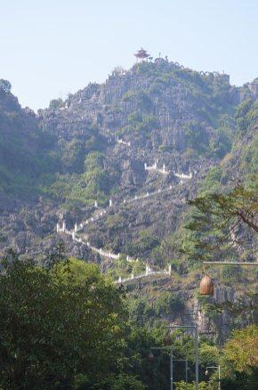 Escaliers pour monter apprécier la vue de Hang Mua, Tam coc, Baie d'Along terrestre, Vietnam