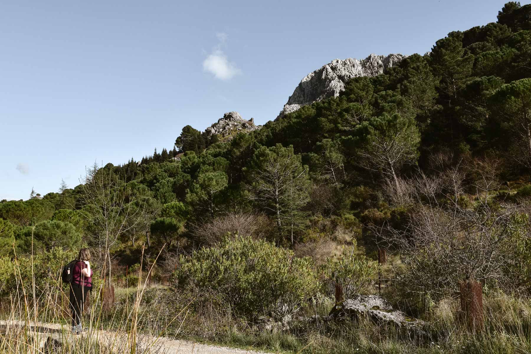 Marie-Catherine pendant une randonnée dans la Sierra de Grazalema, Andalousie