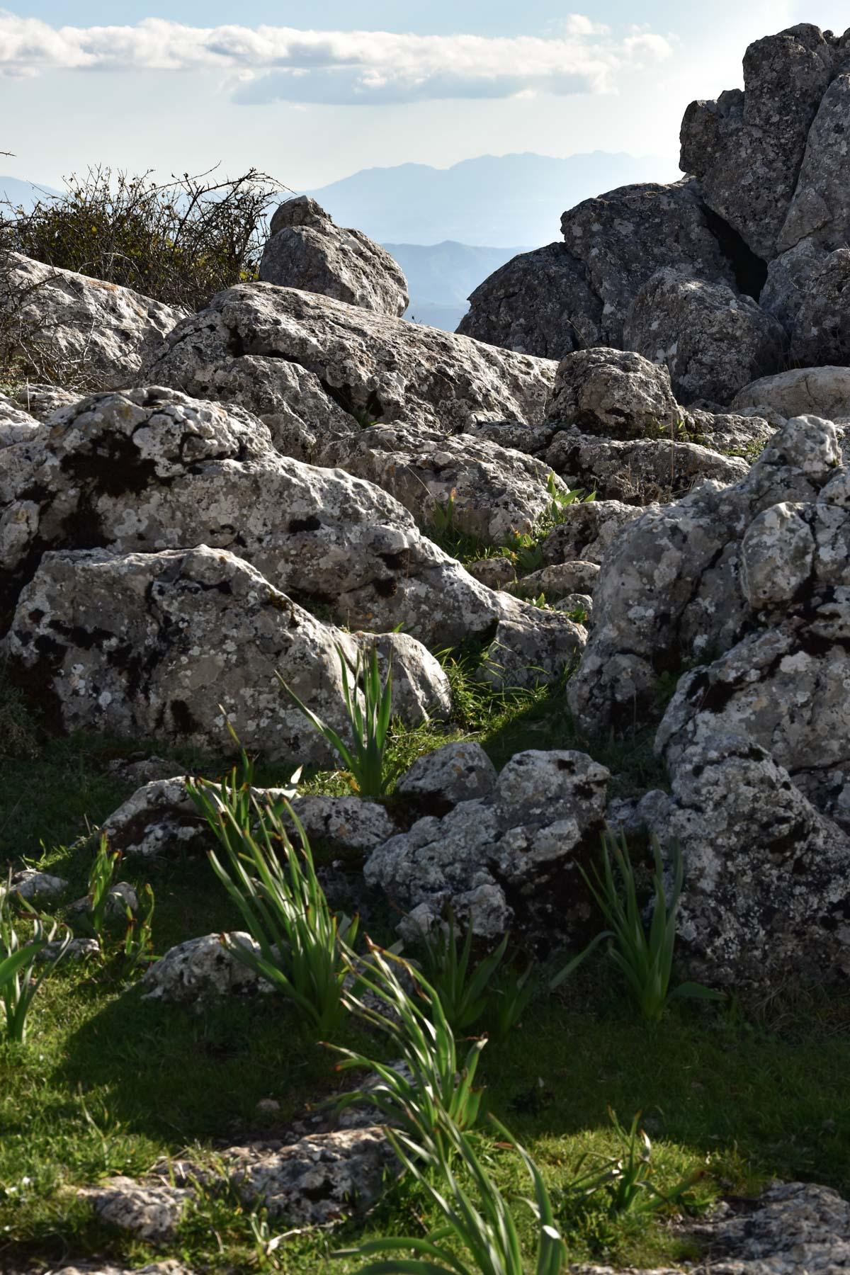 Vue sur les roches du parc El Torca, Andalousie