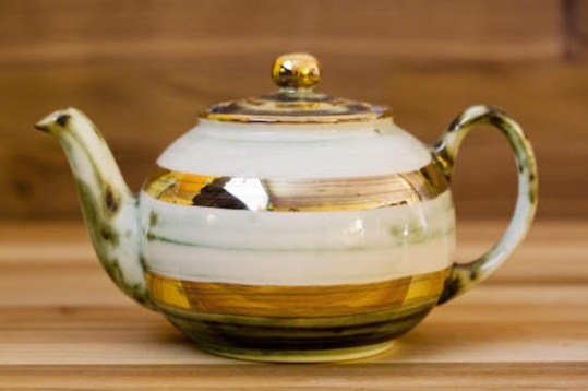 Lustre Horizontal small teapot in No.09