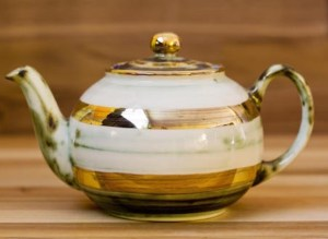 Lustre Horizontal mini teapot in No.09