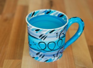 Abstract wide parallel mug in blue