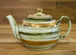 Lustre Horizontal medium teapot in no.09