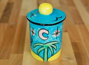Fruity tea caddy in Baga