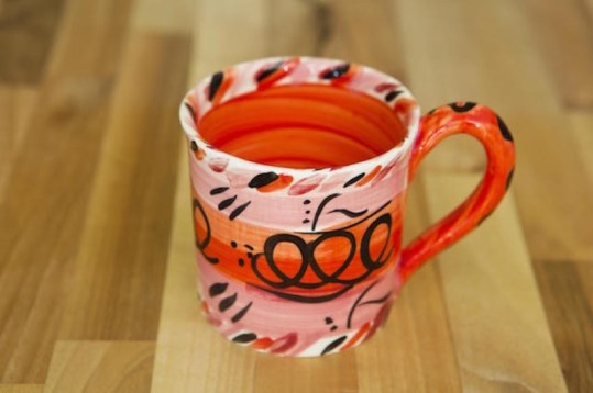 Abstract wide parallel mug in red