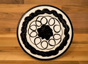 Black and White 11″ dinner plate in Scribble