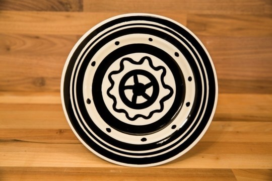 Black and White 11″ dinner plate in Banded
