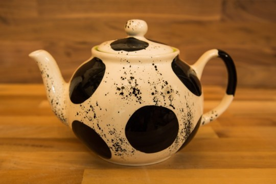 Black and White medium teapot in Spot