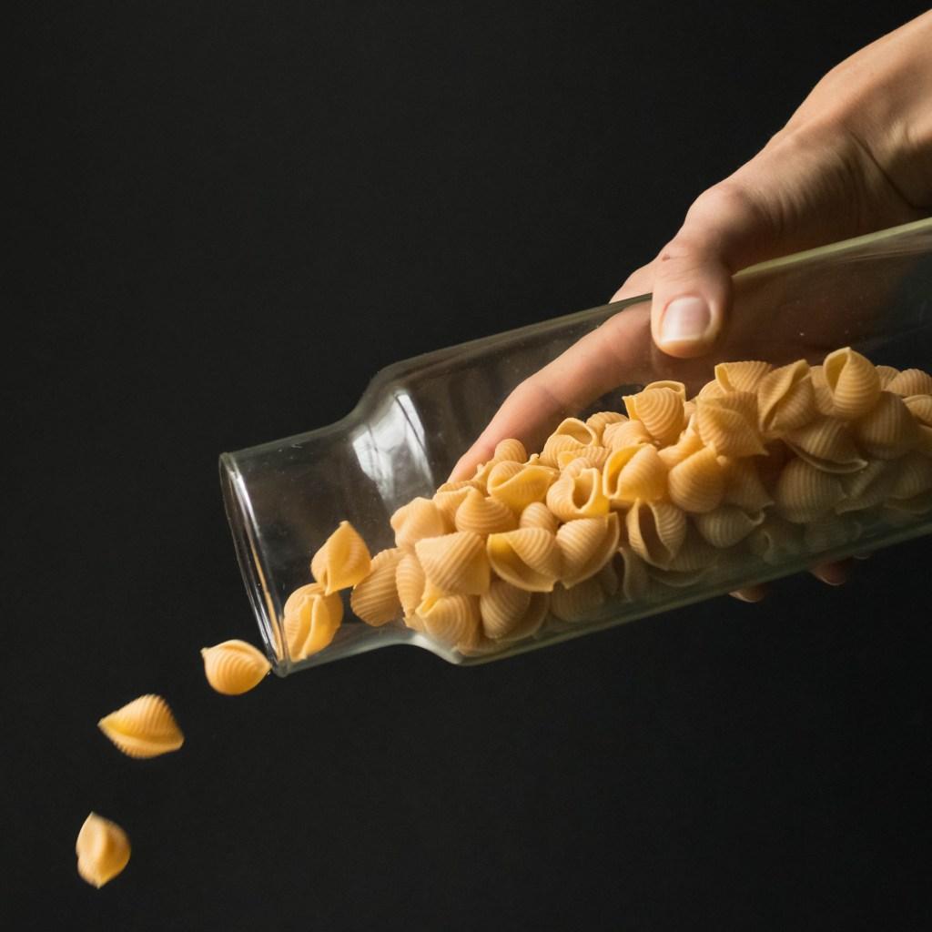 chickpea shells pour