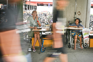 """While some see newspaper vendor Rennie Teo as an obstruction to traffic, others says he brings life to """"dead"""" spaces like this linkway."""