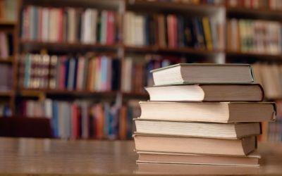 Um guarda-roupa que é uma biblioteca de histórias