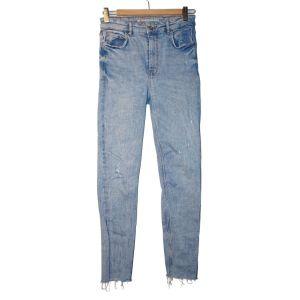 Calças de ganga azul clara - reCloset roupa em segunda mão