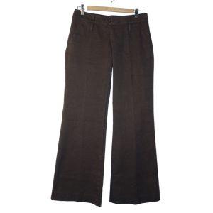 Calças castanhas com vinco e perna com boca de sino ligeira - reCloset roupa em segunda mão