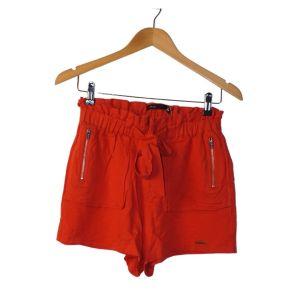 Calções em vermelho alaranjado com bolsos com fechos - reCloset roupa em segunda mão