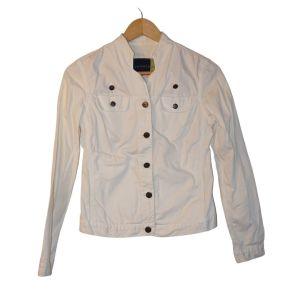 Blusão de ganga branca - reCloset roupa em segunda mão