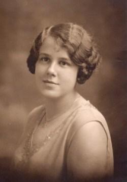 Jeannette Roy autour de 20 ans-vers 1929