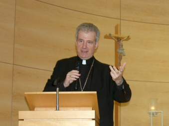 Dans l'après-midi, conférence de Mgr Lépine