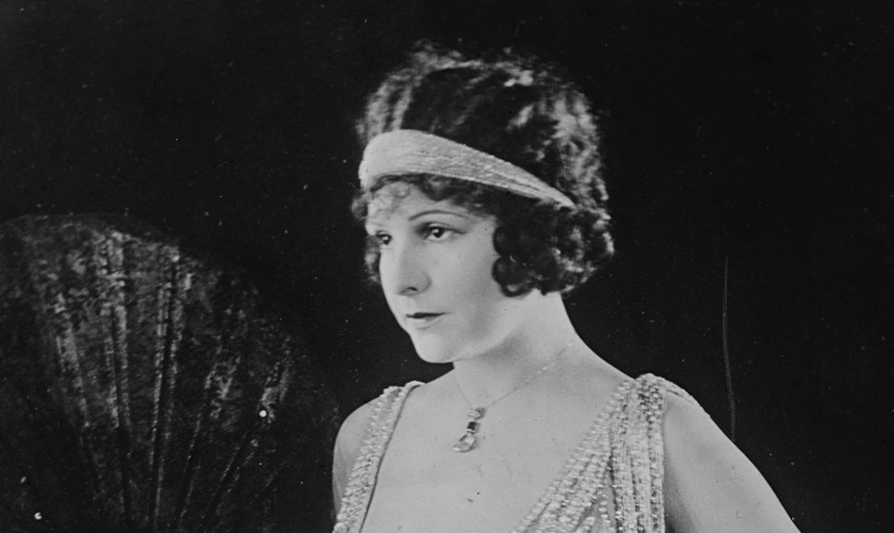 Becoming The Flapper: The Definitive Guide On Dressing ...