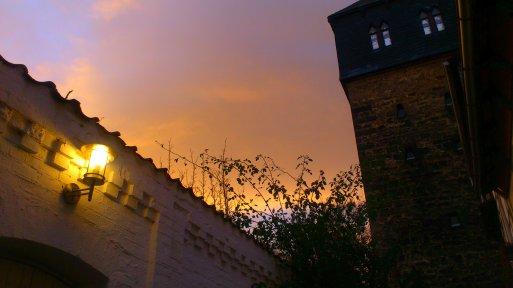 Am Kehrwiederturm mutet es mittelalterlich an - wäre die Beleuchtung eine Kerze, wäre es perfekt gewesen.