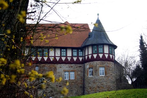 Die noch stehenden Teile der Wohldenburg. Sie beherbergt Wohnräume.
