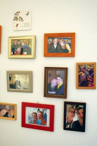 2x Australia - Ingrid und ich an ihrem Geburtstag (roter Rahmen) ... und Falcon und ich - amigos para sempre (Holzrahmen - wooden frame). <3
