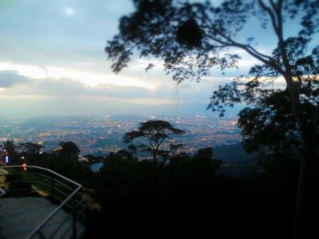 Blick über das beleuchtete Bucaramanga