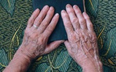 Mais de 2 milhões de pessoas sofrem com artrite reumatoide no Brasil, de acordo com o Ministério da Saúde