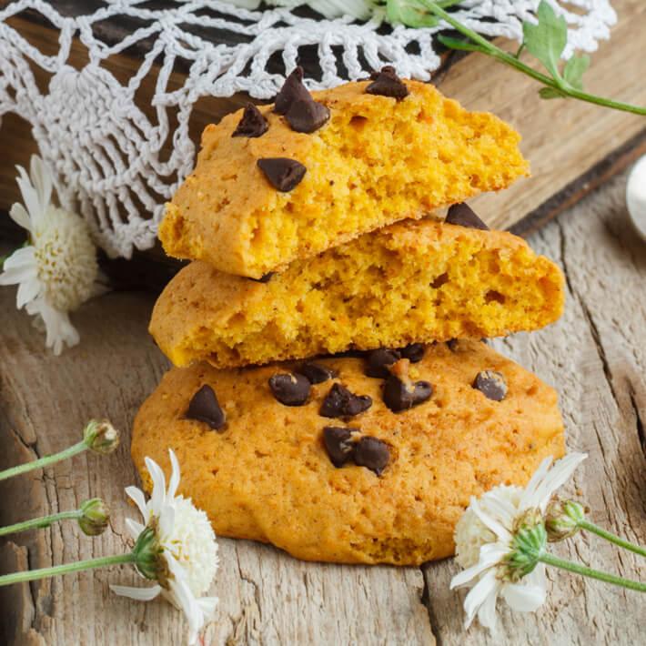 Keto Pumpkin Spice Chocolate Chip Cookies
