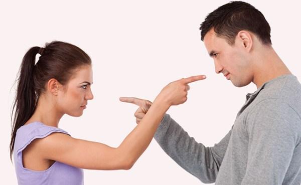 casal discutindo