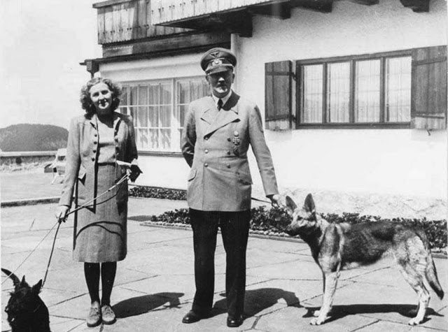 Hitler and His Beloved Dog Blondi (12)
