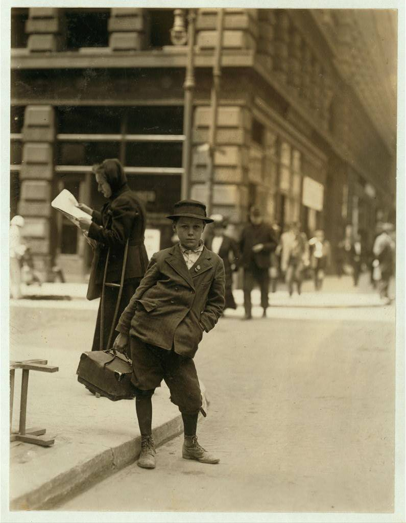 lewis hine shaver newspaper boy 1908 1