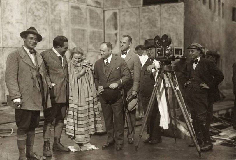 gunther-rittau-fritz-lang-brigitte-helm-samuel-l-rothapfel-unknown-karl-freund-on-the-set-of-metropolis