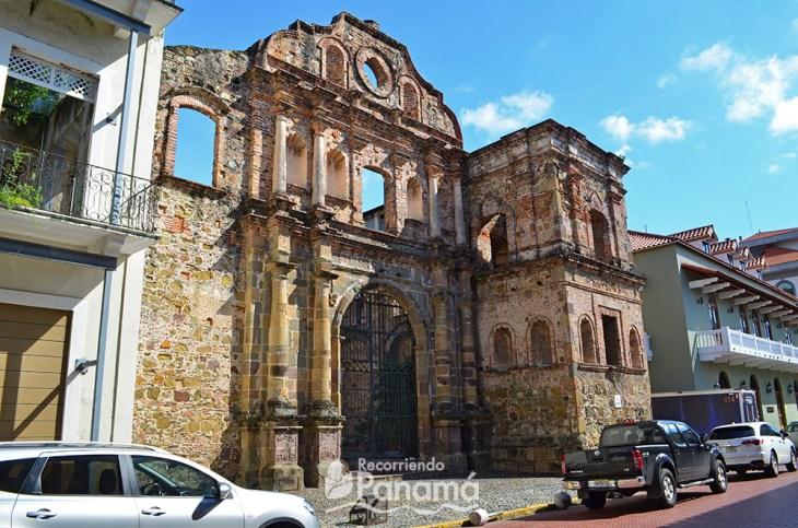 Compañía de Jesús. Churches of the Casco Antiguo