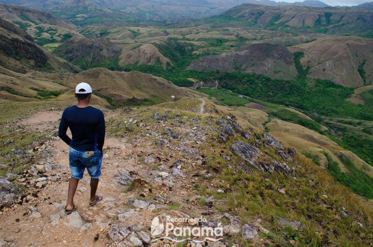 Our guide taking us to Chorro La Silampa.  tips for hiking