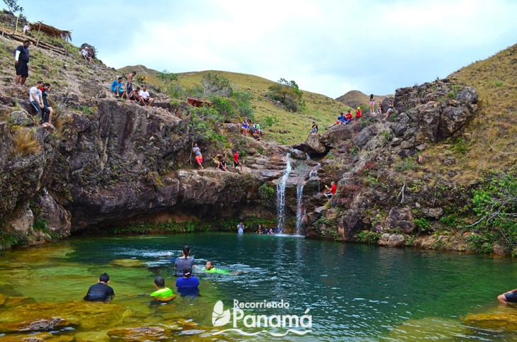 la Silampa waterfall with people.