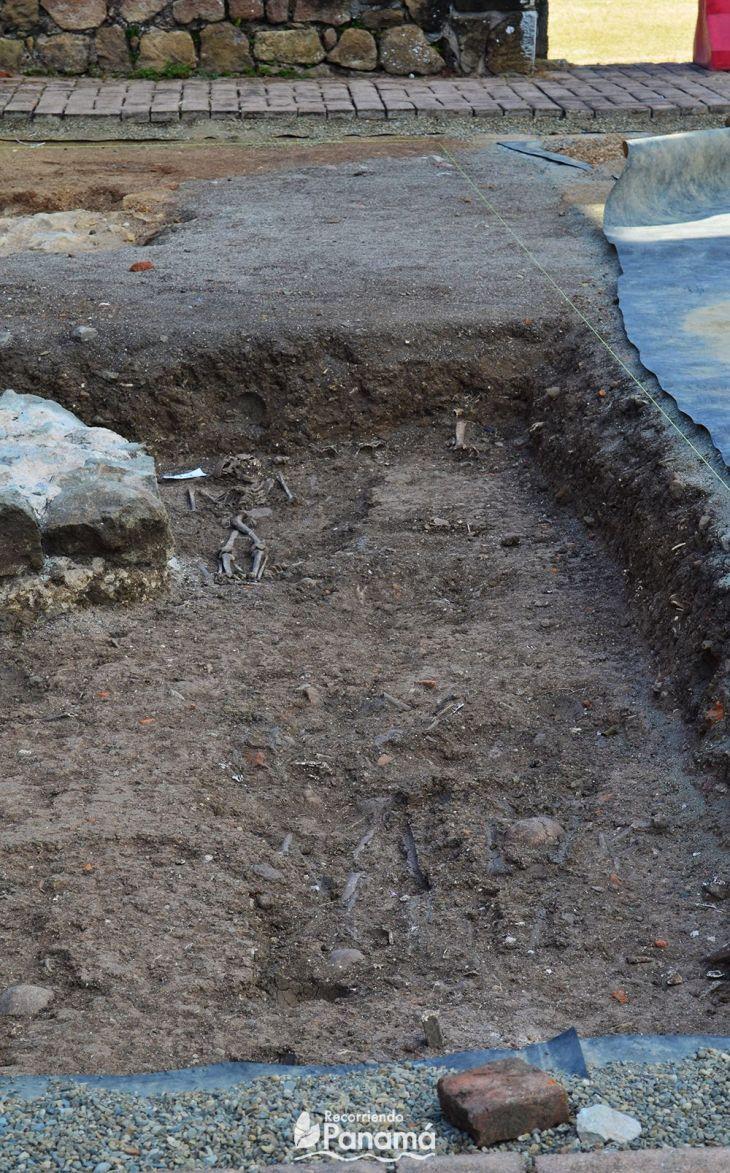 Esqueletos en el  Sitio Arqueológico de Panamá Viejo.