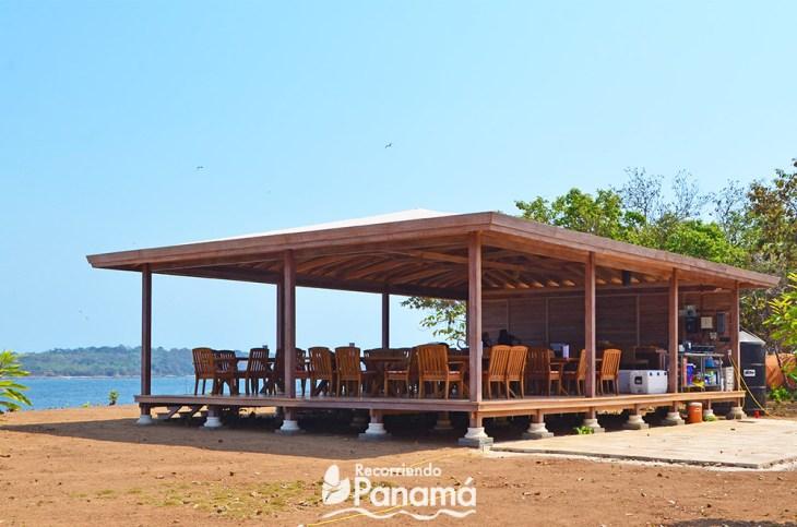 Restaurante.  Isla Bolaños