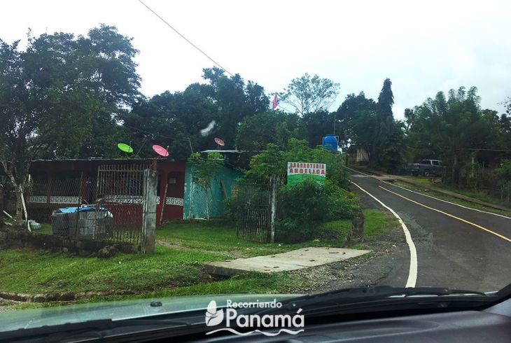 Hasta este punto el camino es de asfalto. Luego se baja por la izquierda y se estaciona el auto.
