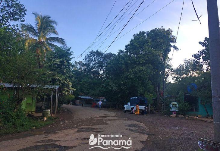 Comunidad de Soloy, por la derecha antes de la casa turquesa se va hacia Cerro Blanco.
