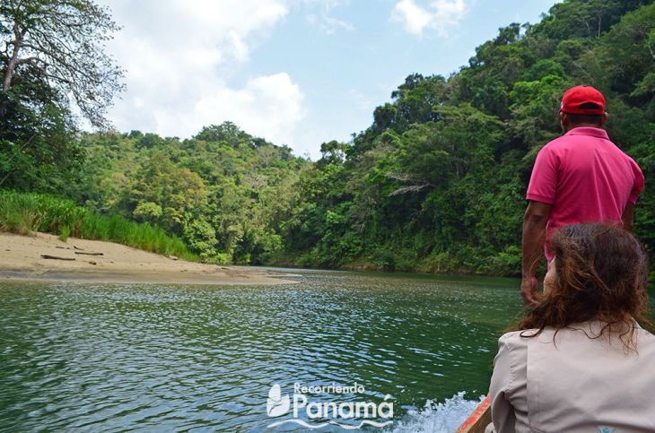 In the piragua, on the way to the Little Beach