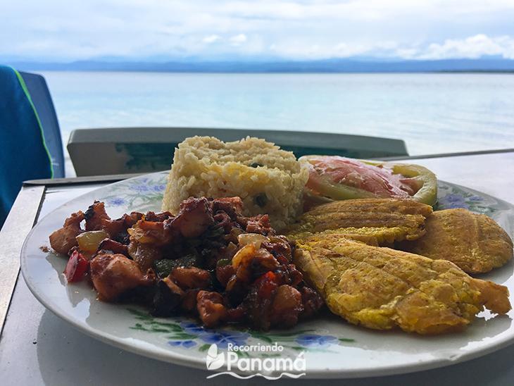 Food in Las Estrellas Beach. information about Colón Island.